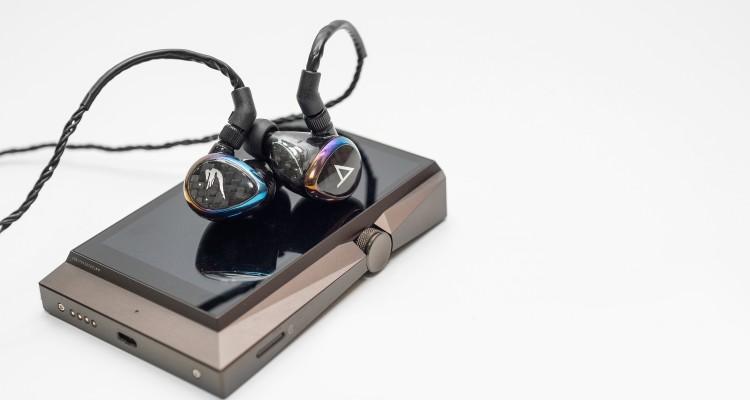 Cận cảnh combo tai nghe, máy nghe nhạc di động gần 200 triệu tại Việt Nam